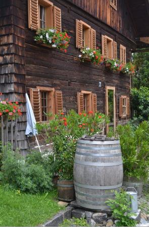 Gustav Klimt Themenweg : OLd house in Attersee town