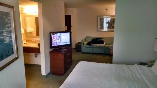 SpringHill Suites by Marriott Tampa Westshore Airport: Shot from sleeping area