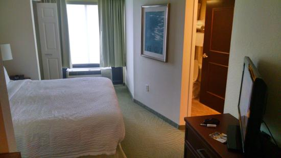 SpringHill Suites Tampa Westshore Airport: Additional room angle