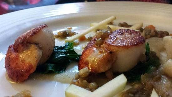 Tolcarne Inn: delicious pan seared scallops with apple sauce
