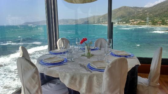 Mediterraneo: Tavolo con vista