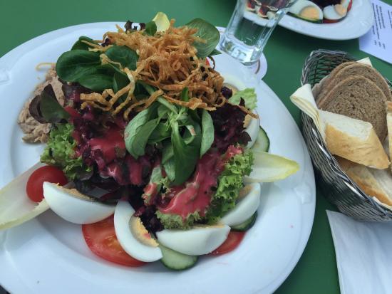 Altes Amtshaus: Knackig frischer Salat, liebevoll angerichtet!