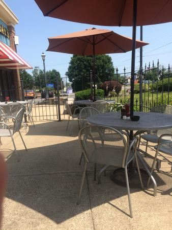 TGI Friday's: Nice outside patio