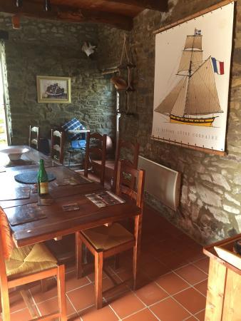 La Ville-es-Nonais, Frankrijk: Pretty dining