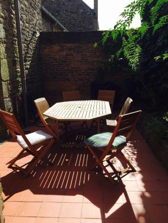La Ville-es-Nonais, France: Courtyard hot spot