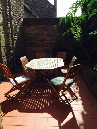 La Ville-es-Nonais, Frankrijk: Courtyard hot spot
