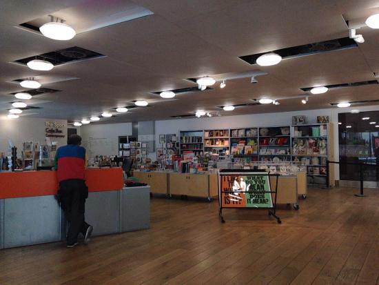 Nottingham Contemporary Art Gallery: 地上階にあるショップ