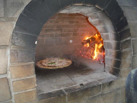 Rainbow Inn: Pizza Oven