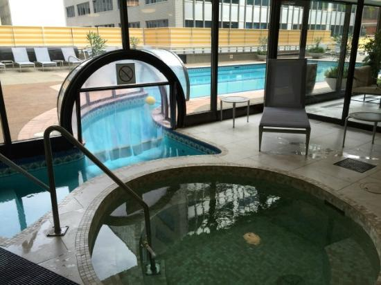 Good Hotel Omni Mont Royal: The Indoor/outdoor Pool.