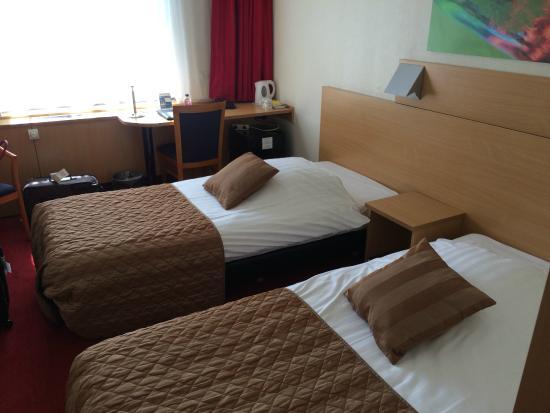 Bastion Hotel Leiden Voorschoten: Bedroom for two adults