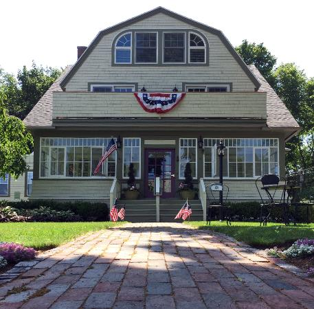 Inn on Shore Road: Welcome Fourth of July