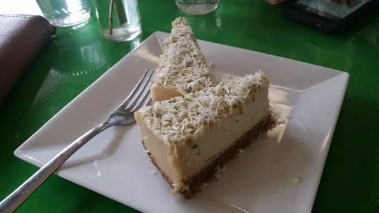 Ezra's Enlightened Cafe: raw key lime cheesecake - made with cashews