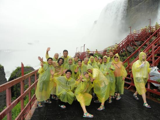 Bedore Tours: Tour group at Cave of the Winds