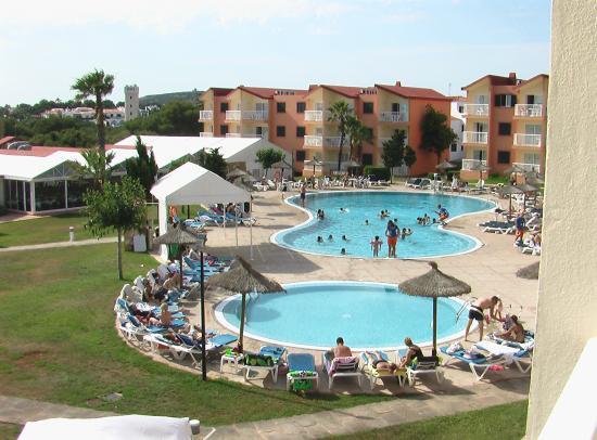 Apartamentos Roc Cala d'en Blanes Beach Club: Vista piscina del villaggio , foto da camera.