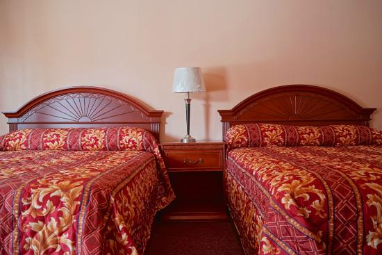 Frazier Park, Kaliforniya: Another shot of the beds in our room!
