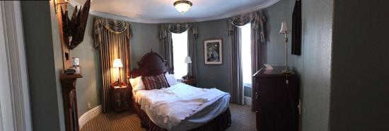 The Cliff House at Pikes Peak: Woolworth suite bedroom