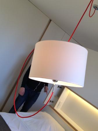 Hotel Gasthof Neuwirt: Lampe über dem Bett