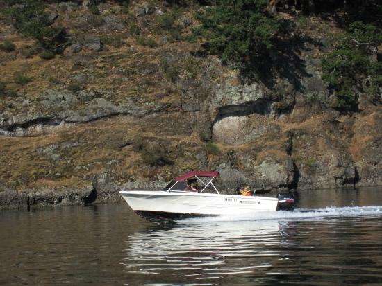 Galiano Moped and Boat Rentals: Boating around Galiano Island