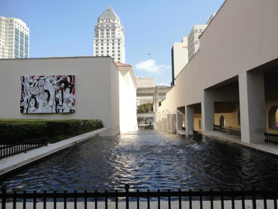 Miami Art Museum : Espelho d'agua do Miami Art Center