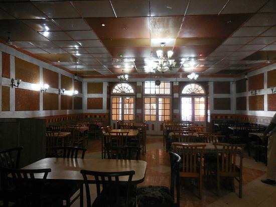 Hotel R. Maidens, Kasauli - Restaurant : Inside the restaurant at R Maidens Kasauli