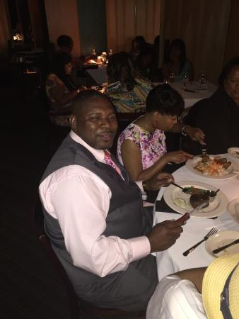 Novi Chophouse: Was a great place to celebrate my 31st born day enjoyed my self with my party of 22 excellent se
