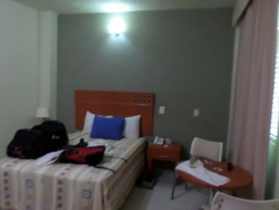 Dayz Hotel Caleta de Campos: La habitación sencilla. Una cama matrimonial, TV por cable, aire acondicionado, etc.