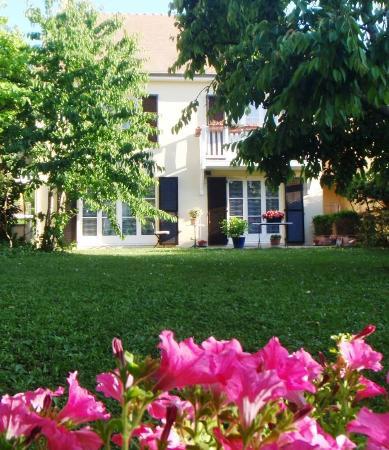 Du Côté de Rueil : Maison vue du jardin