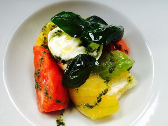 Les Canailles : Entrées thon rouge cru / burratina et tomates à l'ancienne  Plats aïoli de merlu/ carpaccio d'a