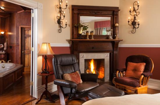Andon-Reid Inn Bed and Breakfast: Warm nights in the Grand Library Suite
