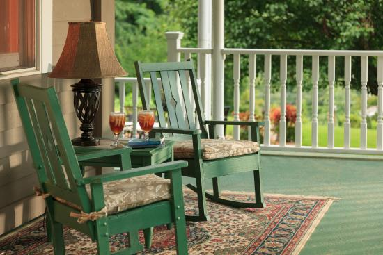 Andon-Reid Inn Bed and Breakfast: Relaxation and mountain views from our wraparound porch