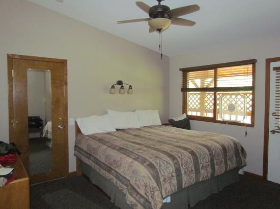 Streamside on Fall River: Bedroom