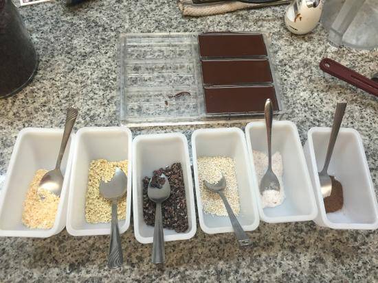 Madre Chocolate: Toppings to customize your bar
