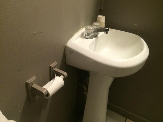Hostel City Maui 1: Bathroom - sink