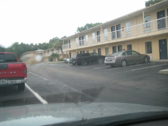 America's Best Inn, Jacksonville: Parking Lot view