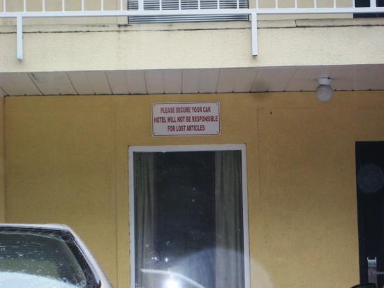 America's Best Inn, Jacksonville: High theft in cars - warning/disclaimer sign