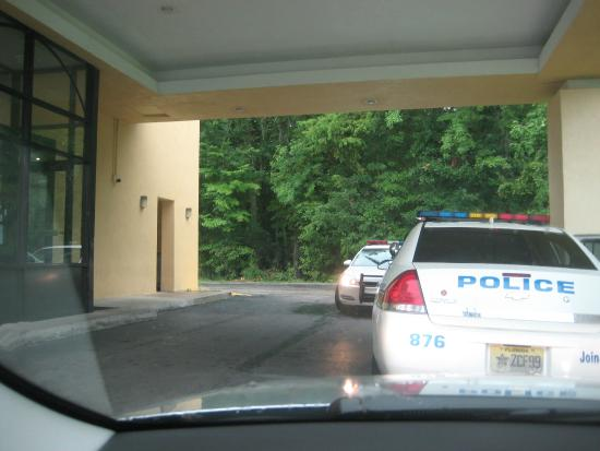 America's Best Inn, Jacksonville: Police visit related to hotel guests