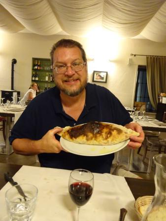 Ristorante Pizzeria Borgo San Giovanni : HUGE calzone!