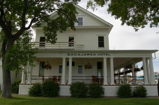 Sacajawea Hotel : Wrap-around porch