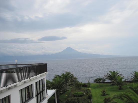 Hotel S. Jorge Garden: Вид на остров Пику
