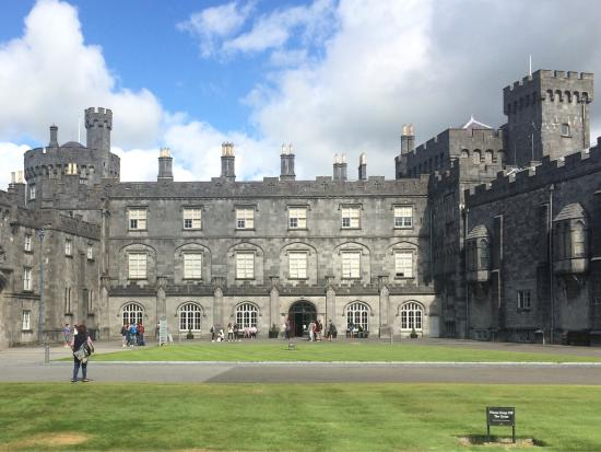 The visit to the Kilkenny castle is very properly to do with a students group, and not only beca