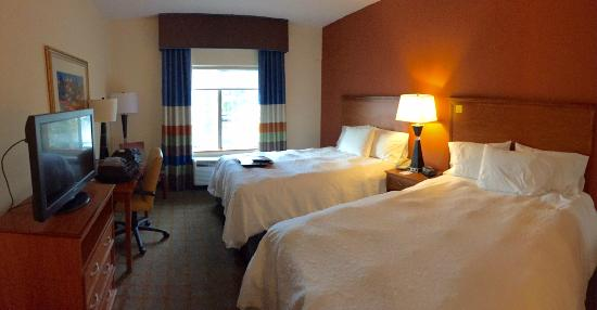 Hampton Inn & Suites Ontario: 2 queen guest room