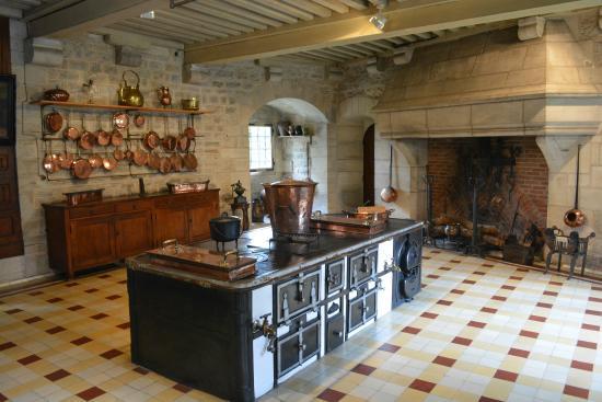 Chateau De La Rochepot: kitchen