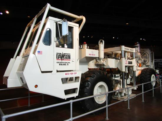 Fort Worth Museum of Science & History : Truck that sends seismic shock waves into the ground