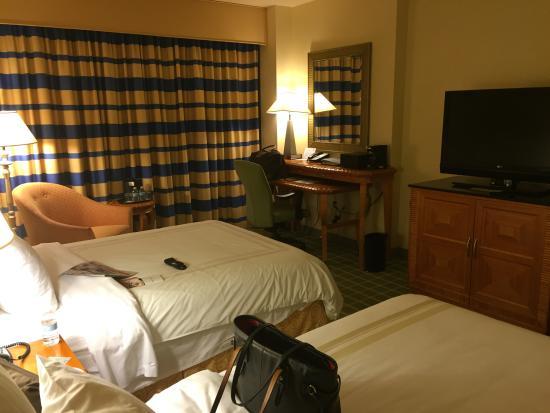 Bethesda North Marriott Hotel & Conference Center : Other shot of same bedroom