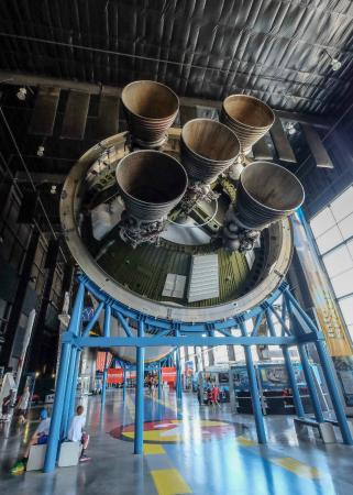 Huntsville, AL: Indoor Museum features an entire Saturn V rocket