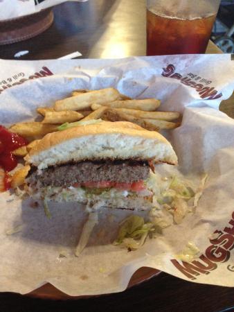 Mugshots Grill & Bar : Middleberger cut in half