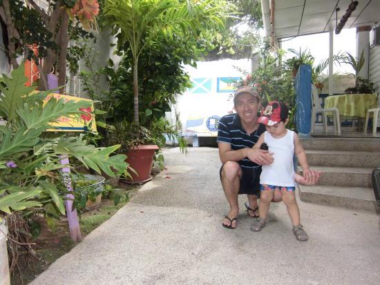 Cli ' s Place: En el patio de la posada