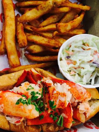Lobster ME: Lobster roll combo with fries