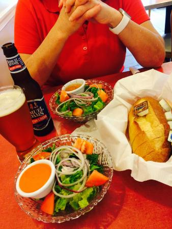 Lake Huntington, Nova York: Salads & Bread