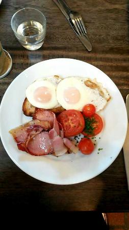 Berry Sourdough Cafe : Eggs and bacon...just beautiful